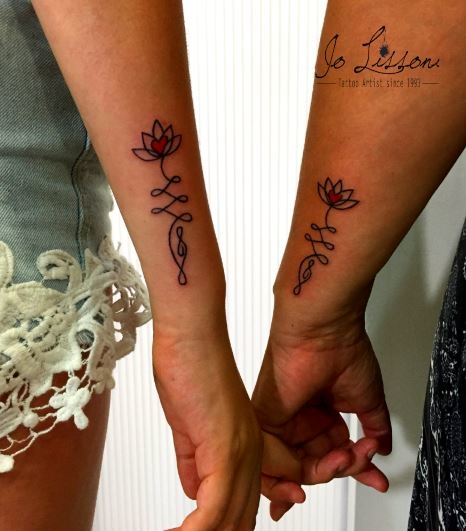 tattoo madre figlia tattoo sorelle tattoo amiche tattoo twins Jo Lissoni 6 1000x1000 - TATTOO DI COPPIA